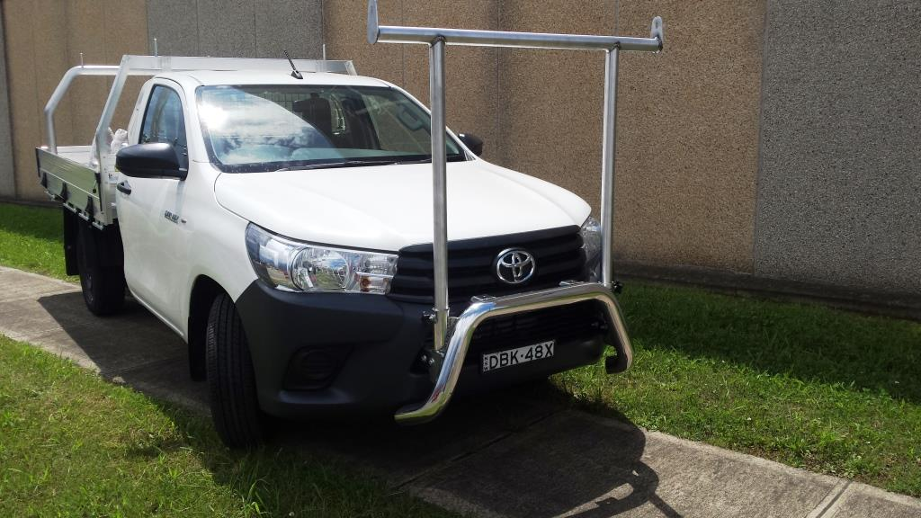 Hilux 15-on Nudge Bar & Conduit Rack