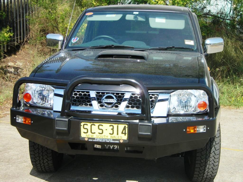 nissan navara bull bar 12 01 on d22 2 4wd formula. Black Bedroom Furniture Sets. Home Design Ideas